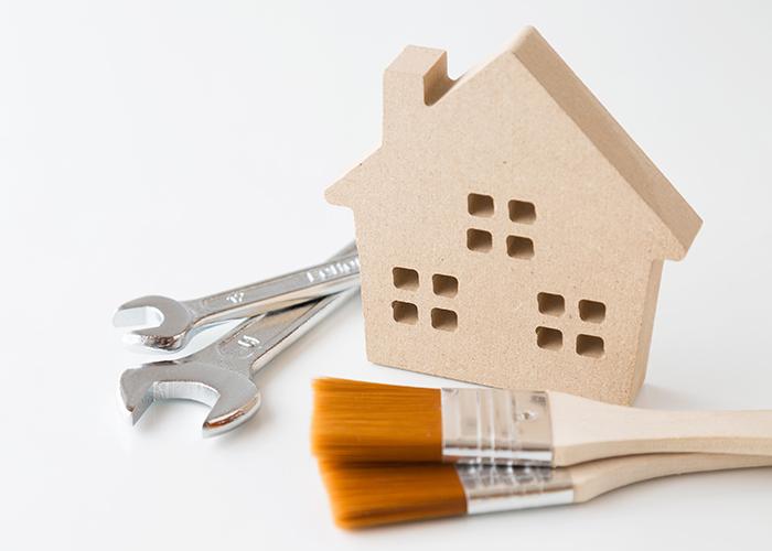 家の模型と工具と刷毛